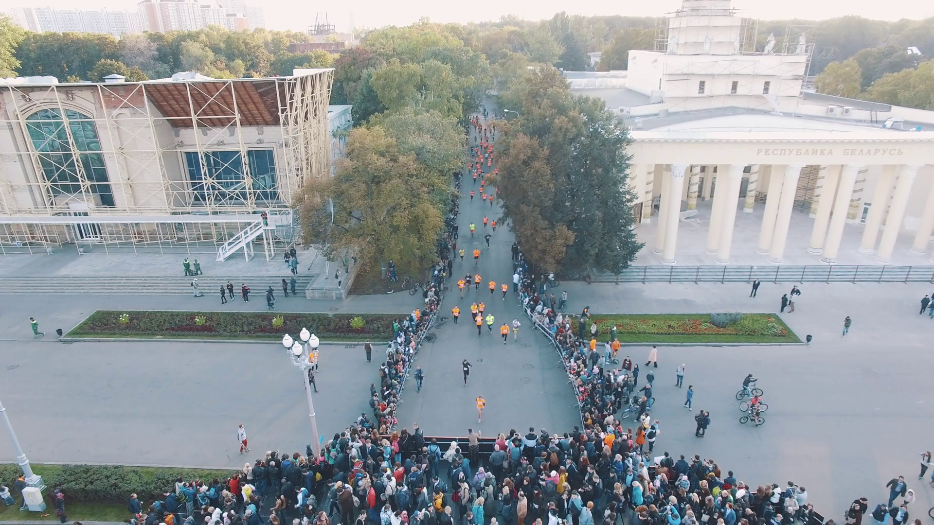 Orange Png Of People At A Park - Aerial view of people in orange shirts running marathon in city ...