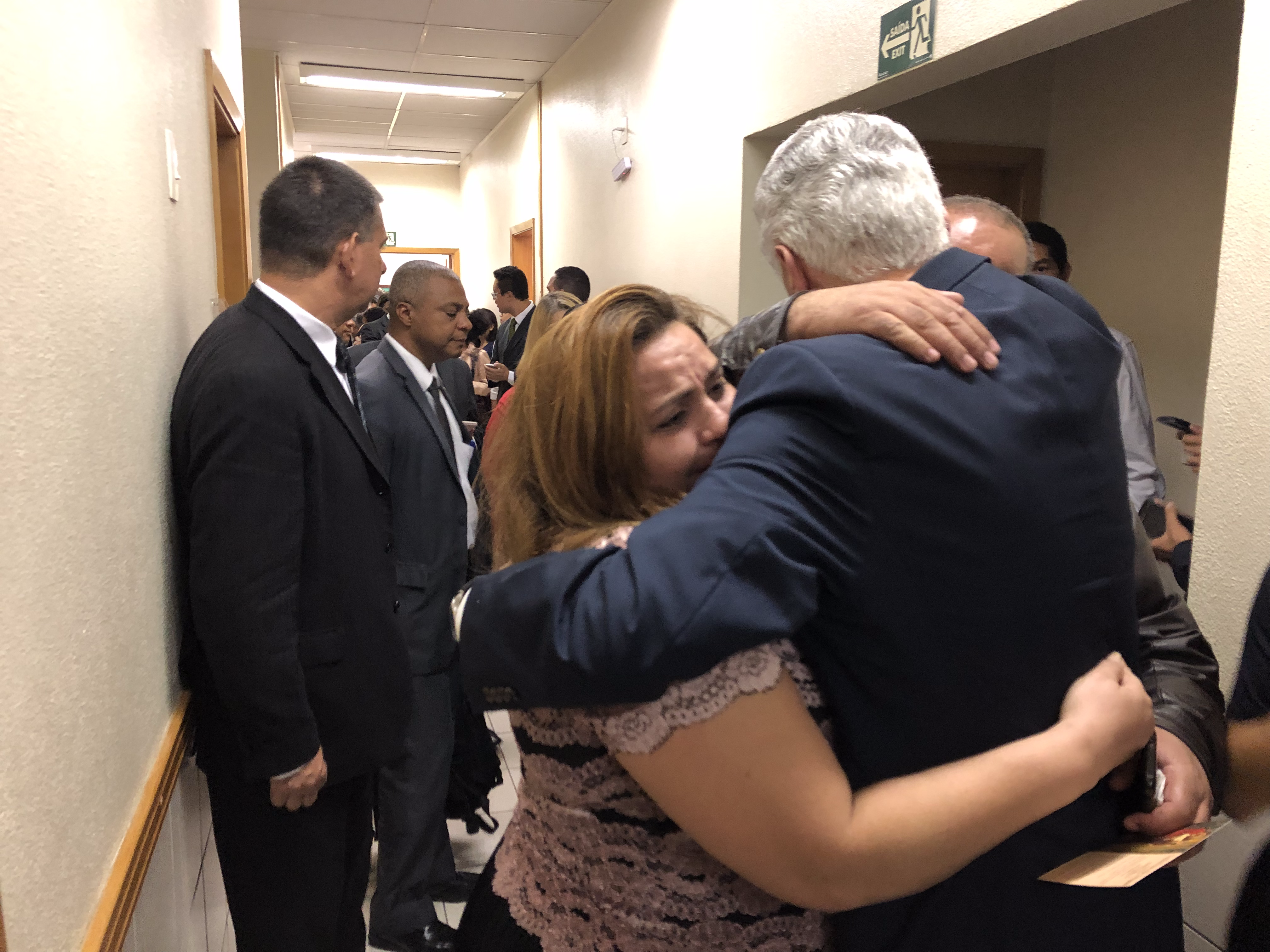Dieter F Uchtdorf Png - Elder Uchtdorf comforts Latter-day Saint family after their ...