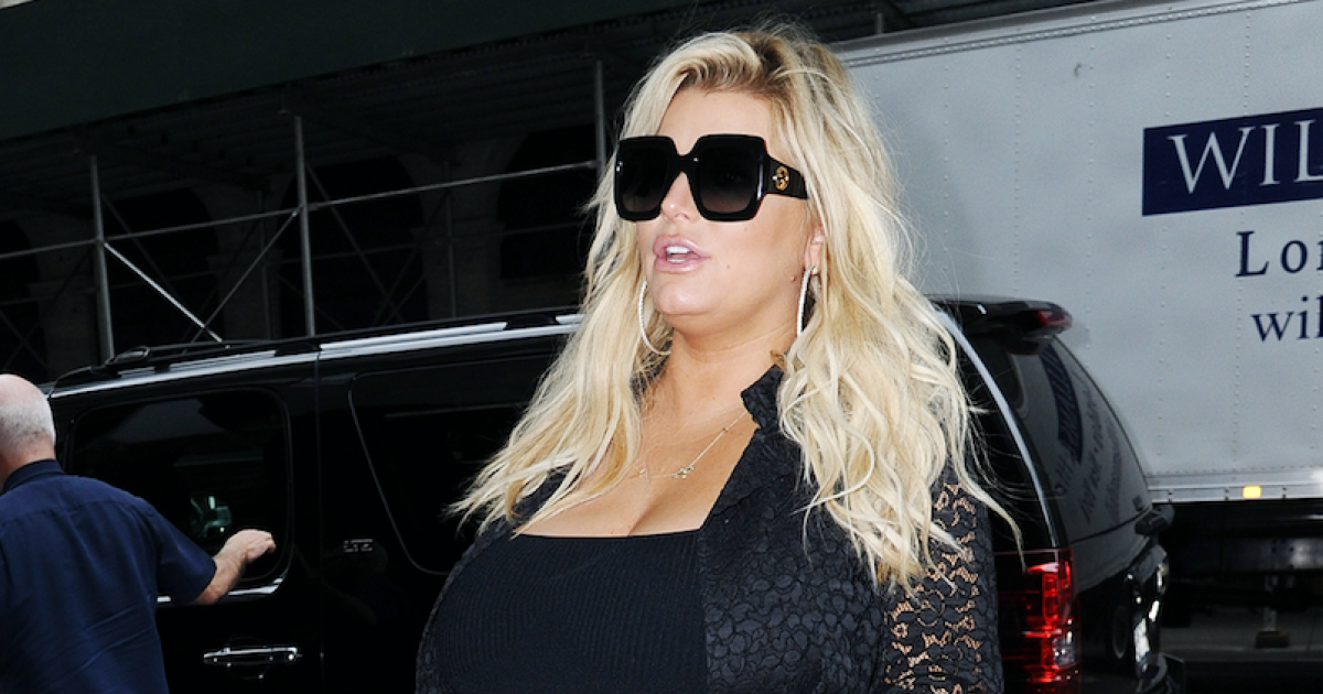Ready To Pop Pregnant Png - Jessica Simpson Looks Ready to Give Birth While Out: See Pic!