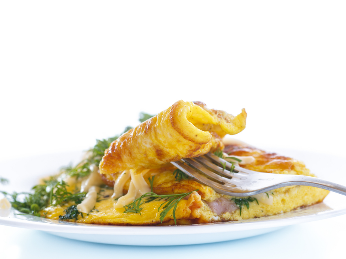 Omelet Png - Omelette with goat cheese and bacon