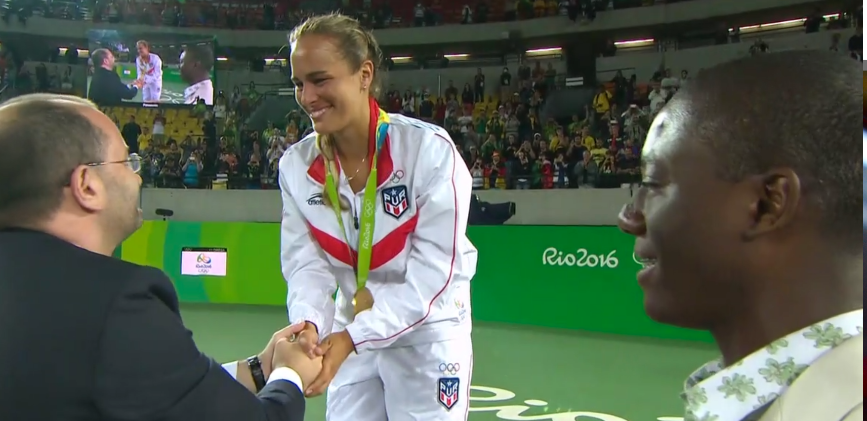 Monica Puig Gold Medal Png - Puerto Rico's Mónica Puig Wins Olympic Gold Medal in Tennis ...
