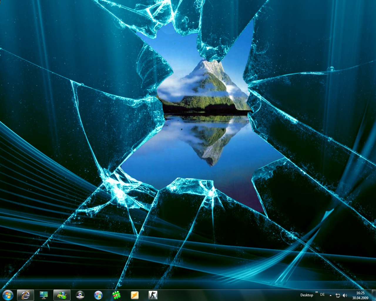 Windows 7 Broken Glass By Paddyplaya On 962434 Png Images Pngio